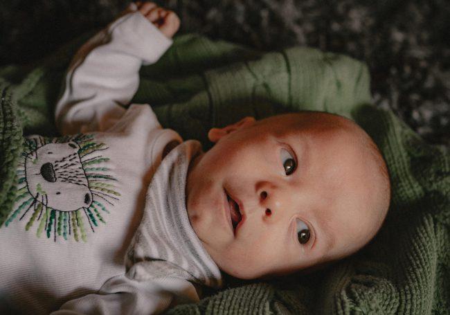 Neugeborenenshooting als Homestory in 71229 Leonberg